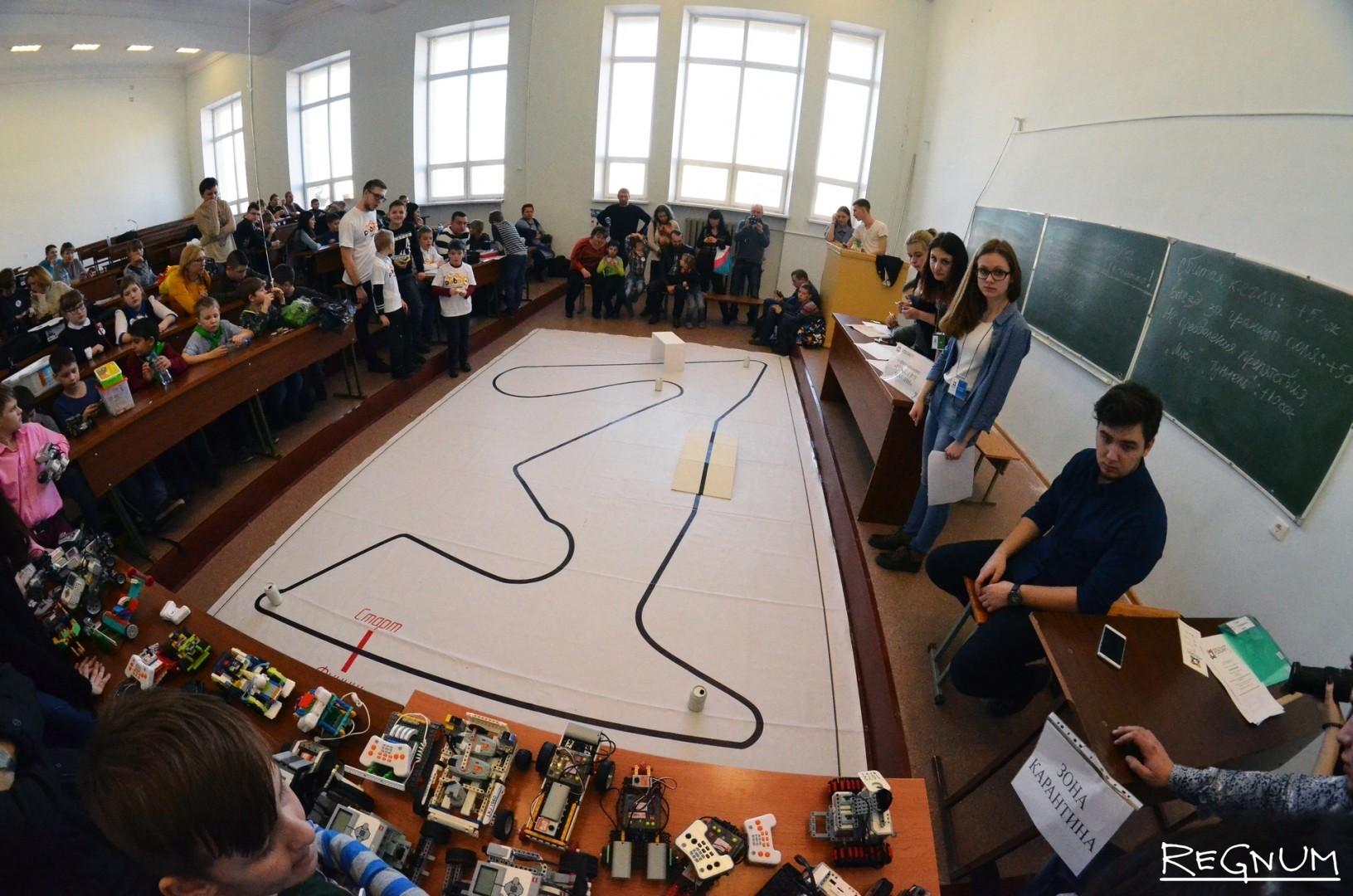 Площадка для гонок роботов