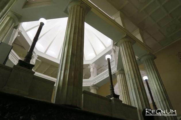 Дорические колонны. Станция метро «Курская Кольцевая»