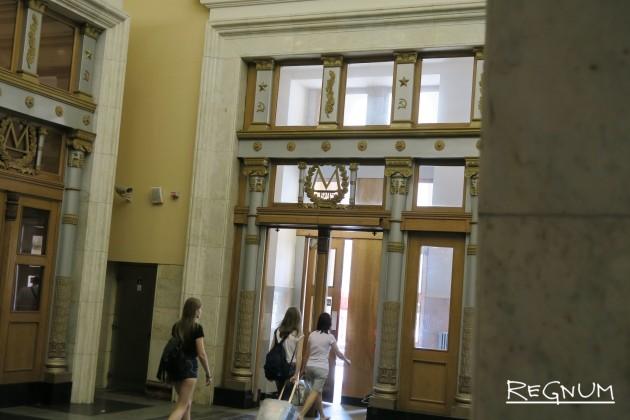 Выход со станции метро «Курская Кольцевая»