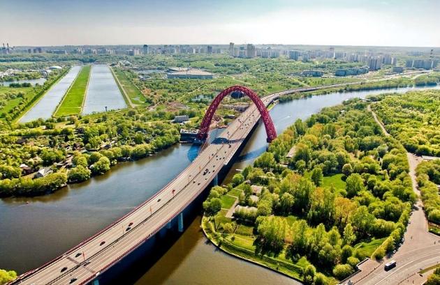 Территорию водной станции «Труд» в Москве застроили элитными таунхаусами