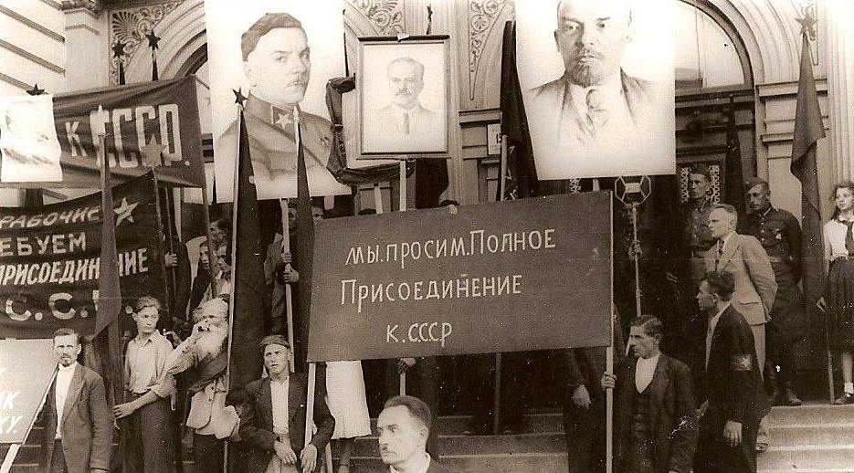 В 1940 году Прибалтика попросилась в состав СССР