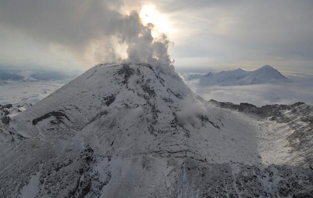 На вулкане Безымянный на Камчатке заметили лавовый поток