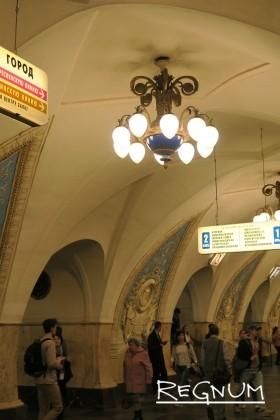 Своды над арочными проемами проходов. Станция метро «Таганская Кольцевая»