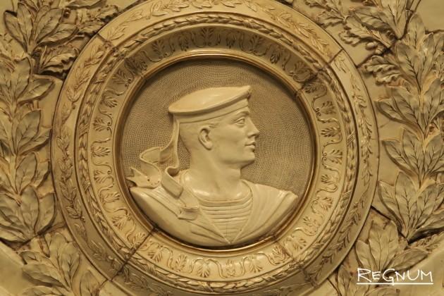 Медальон «Слава героям морякам». Станция метро «Таганская Кольцевая»