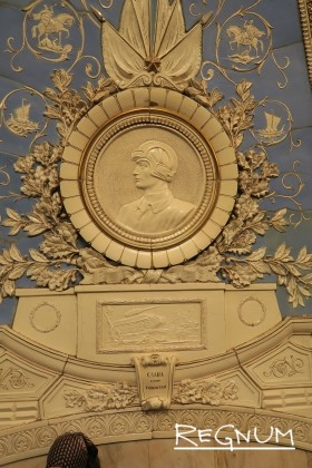 Медальон «Слава героям танкистам». Станция метро «Таганская Кольцевая»