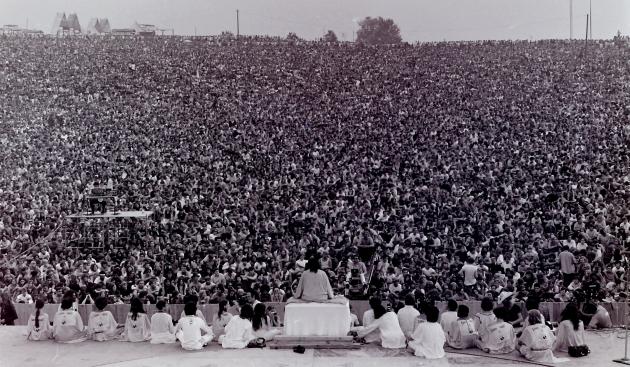 Открытие рок-фестиваля «Вудсток». Фромм не идеализировал рок-движение или хиппи, но видел в них бунт молодежи против бессмысленности капиталистической жизни