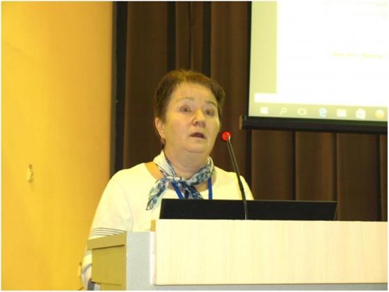 Рис. 9. Мария Ладогина рассказывает о последствиях дефицита микроэлементов в почвах и современных технологиях некорневых подкормок