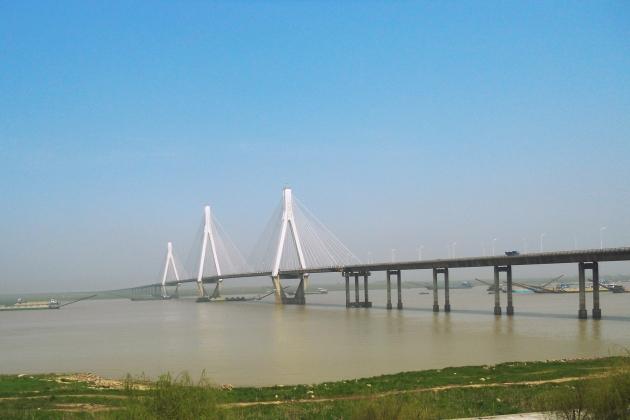 В Китае почти достроен крупнейший железнодорожный вантовый мост