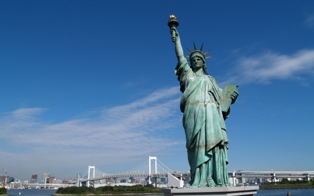 Макрон напомнил, как Франция и США «вместе строили мир на планете»