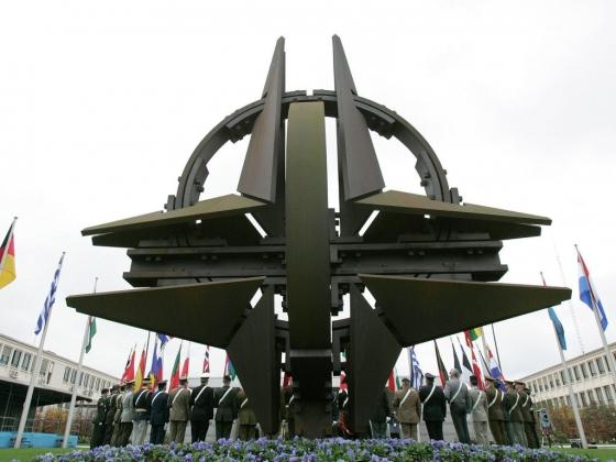 Бесконечный процесс расширения: НАТО как инстумент контроля над Европой