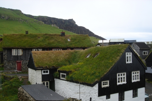 Крыши, покрытые мхом. Фарерские острова