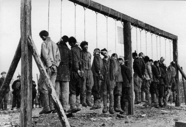 Казнённые белорусские партизаны. 1943