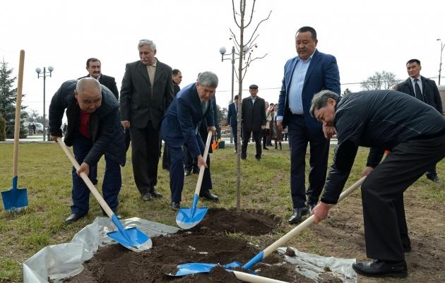 Атамбаев хочет остаться в политике после ухода с поста президента Киргизии