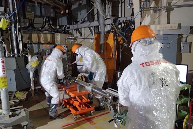 Обследование с помощью робота реактора АЭС «Фукусима-1»