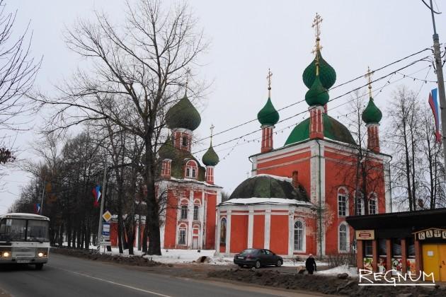 В Переславле Ярославской области убирают торговые ларьки