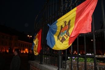 Молдавский и румынский флаги. Aurelian Sandulescu