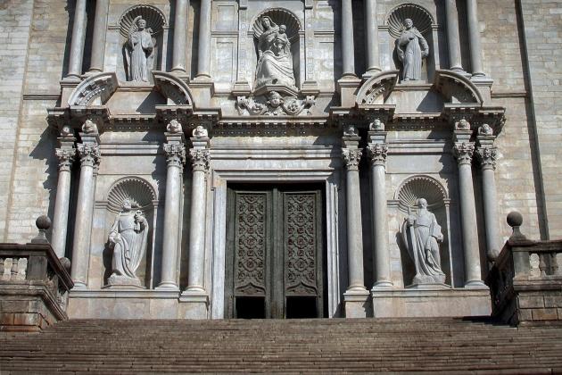 Центральный вход в Кафедральный собор Святой Марии в Жироне