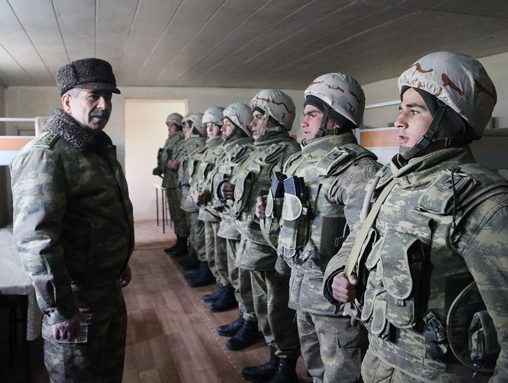 Азербайджанские солдаты на линии противостояния