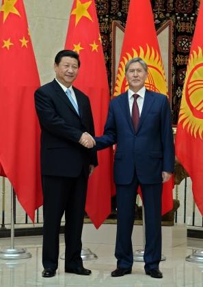 Президент Киргизии Алмазбек Атамбаев и Предсеатель КНР Си Цзиньпин