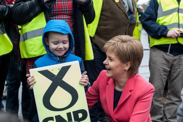 Лидер Шотландской национальной партии (SNP) Никола Стерджен в ходе предвыборной кампании