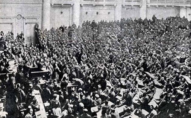 Заседание Совета рабочих и солдатских депутатов в Петербурге. 1917