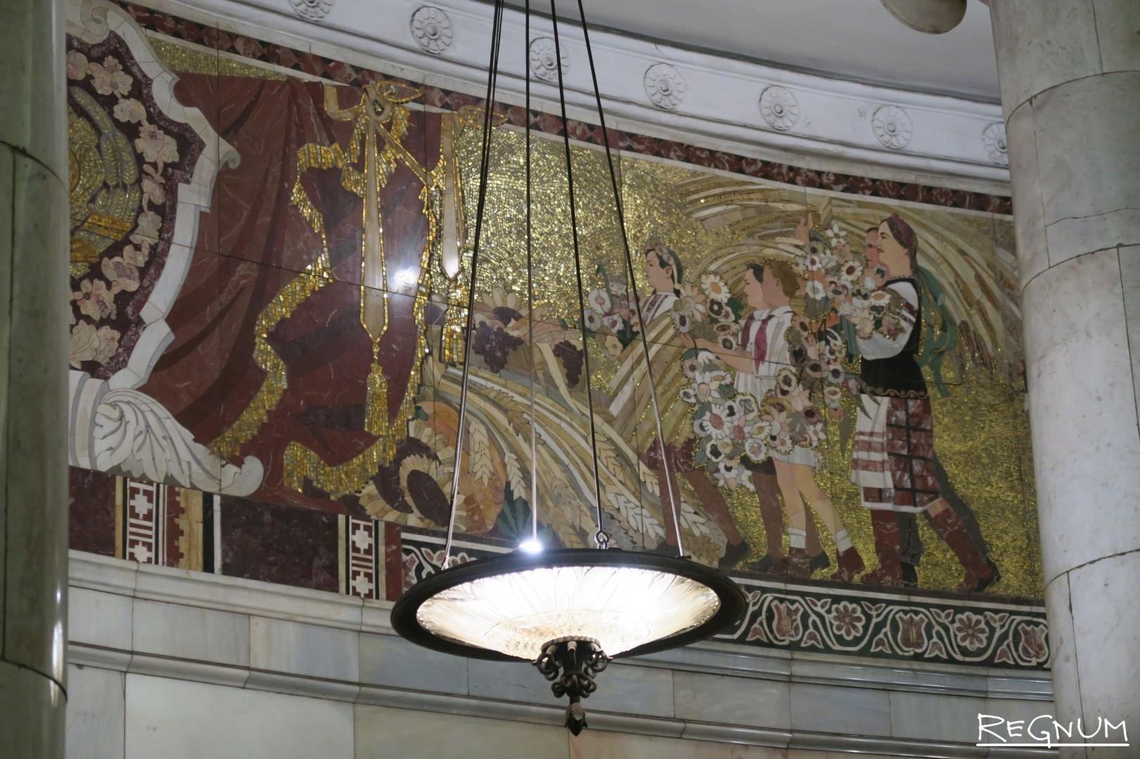 Фриз из флорентийской мозаики «Достижения Советской Украины». Станция метро «Киевская Кольцевая»