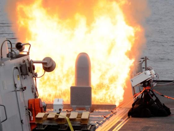 Запуск ракеты «Томагавк» из УВП MK41 на эсминце DDG-104 «Стеретт»