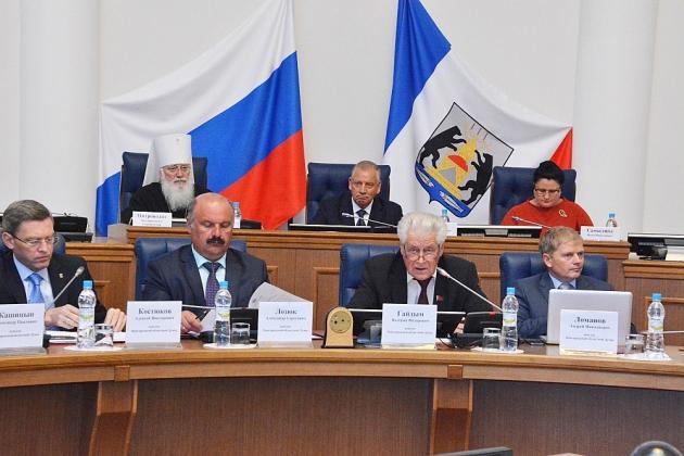 «Рекорд бедности» побит: депутаты Новгородской облдумы отчитались о доходах