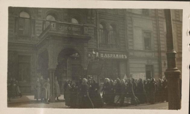 Демонстрация работниц