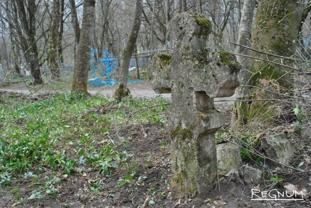 Старый памятник на Даниловском кладбище
