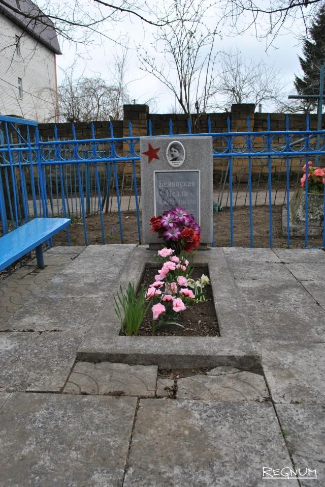 Памятник партизанке-восьмикласснице Нелли Белявской, зверски заученной фашистами во время оккупации Ставрополя