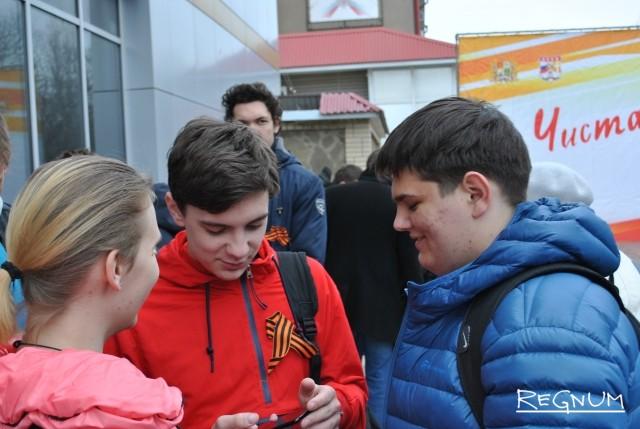Лицеисты — участники акции «Чистая память» на Даниловском кладбище