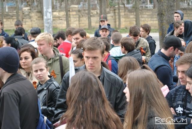 Участники акции «Чистая память» на Даниловском кладбище