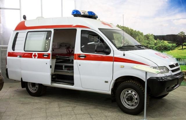 Машина скорой помощи врезалась в остановку в Краснодаре