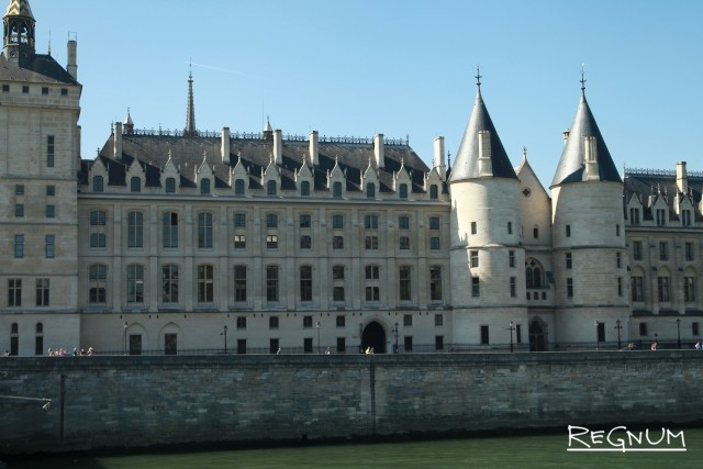 Консьержерил│ - часть Дворца правосудия - главного упарвления юстиции и полиции Парижа