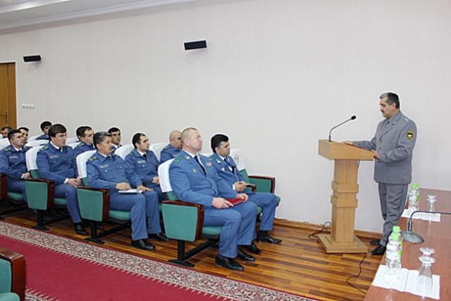 Сотрудники Таможенной службы Таджикистана