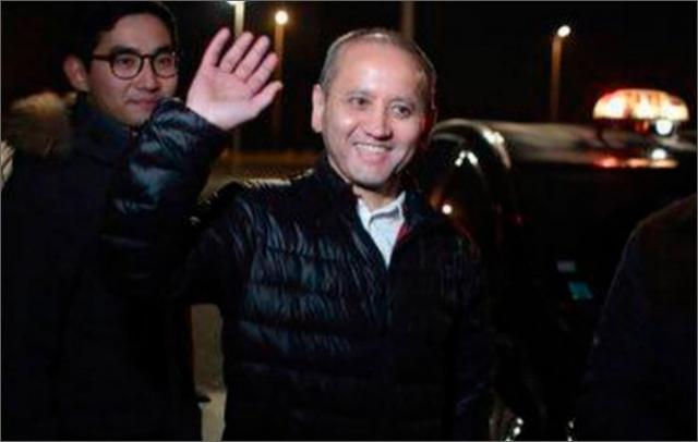 Одно из первых фото Мухтара Аблязова после освобождения из-под ареста