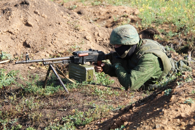 Боевой Донбасс: мощный взрыв в Луганске и самострелы в рядах ВСУ