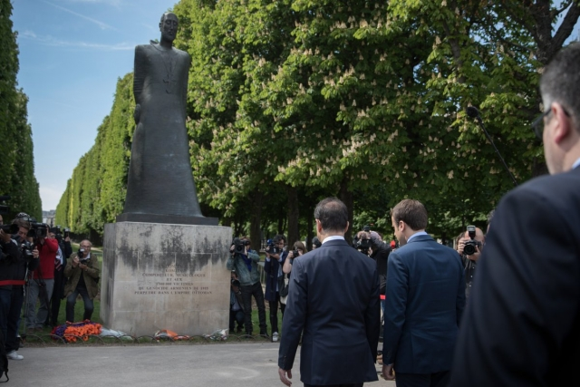 Лидер президентской гонки во Франции почтил память жертв Геноцида армян