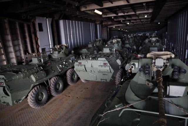 Россия вооружает стороны карабахского конфликта: Баку получил партию БТР-82