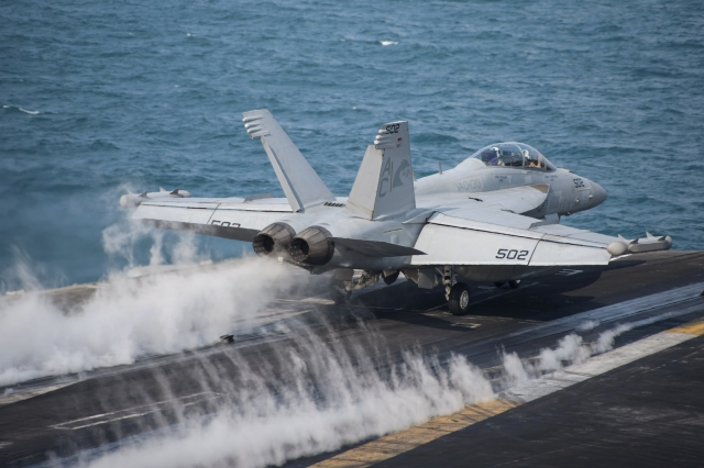 Взлет с авианосца «Гарри Трумэн» ВМС США