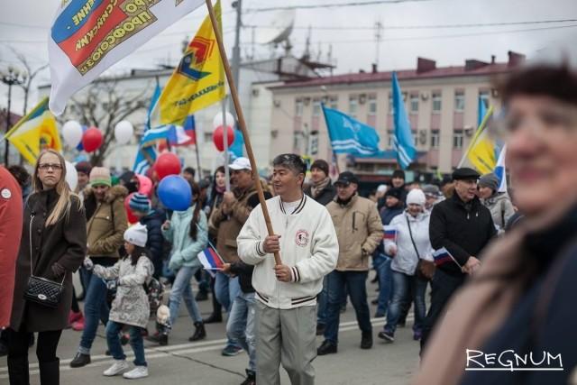 На первомайскую демонстрацию пришли представители трудовых коллективов, общественных объединений и политических партий Сахалина