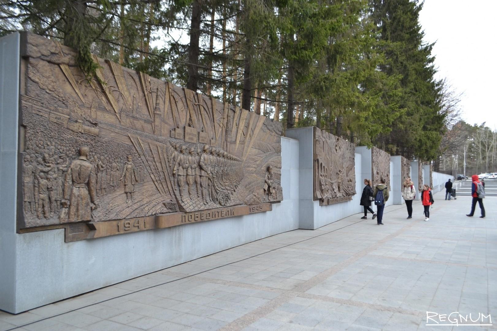 Рельефы на Широкореченском мемориале
