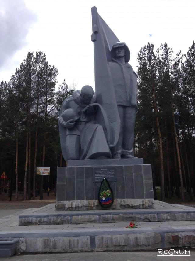 4 мая. Монумент героям фронта и тыла выглядит почти как новенький