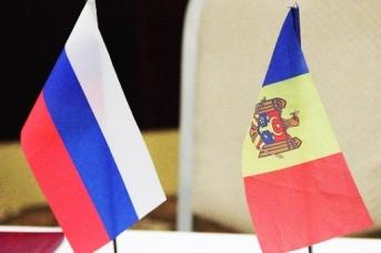 Флаги России и Молдавии