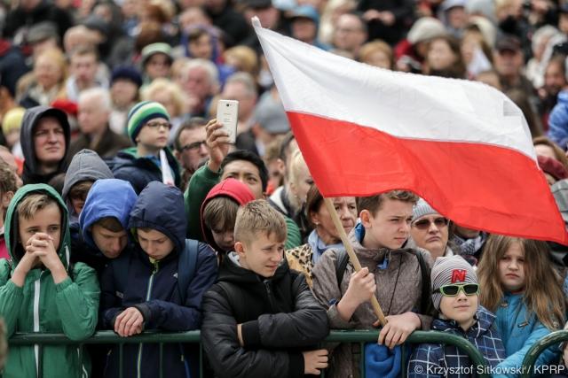 По какой Конституции будут жить эти польские дети, когда вырастут?