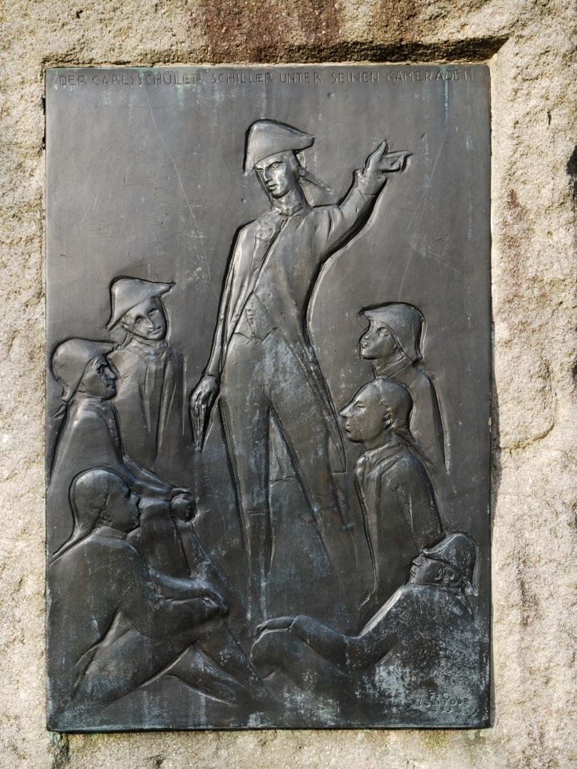 Барельеф на памятном камне Шиллеру в Германии