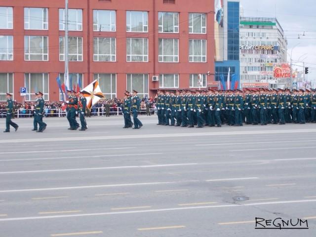 Парад «под копирку» и рекордный «Бессмертный полк» прошли в Новосибирске