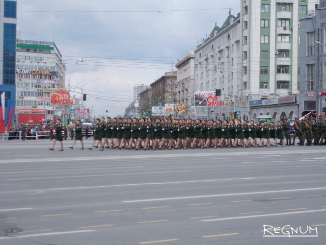 Впервые в праздничном параде принимали участие сводная женская рота Новосибирского гарнизона