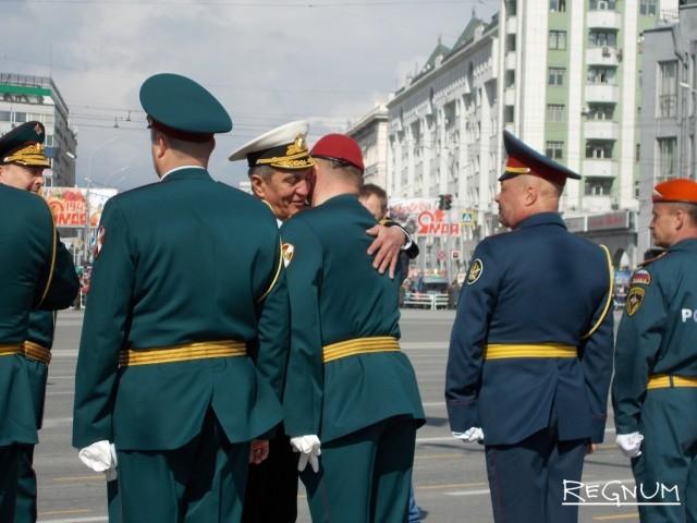 В параде принимал участие полномочный представитель президента в Сибирском федеральном округе Сергей Меняйло